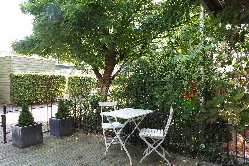 Short-Stay-canal-apartment-The-Hague